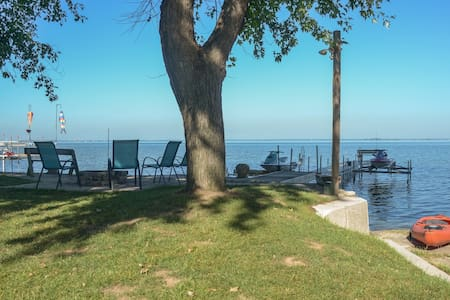 ☀ Waterfront Sunsets ☀ Hot Tub + Fire Pit - Green Bay - Dom