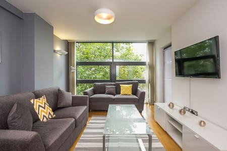 Modern Apt - Walking distance to all attractions! - Liverpool - Apartemen