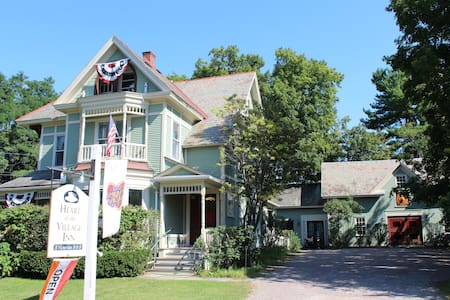 Modern Victorian B&B - King Room - Bed & Breakfast