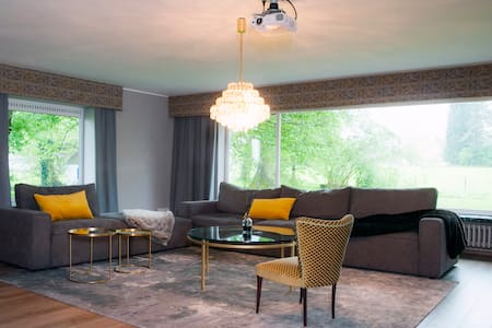 "Gästezimmer ""Beethoven"" in Luxusferienhaus - House"