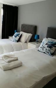 The Howlands 2 Bed 2 Bath Luxury Apartment - Crawley