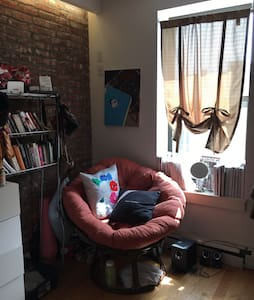 Brick Walled Cozy and Modern Brooklyn Studio - Brooklyn - Apartment