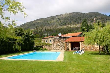 Casa de Dem com piscina e jardins - Dem