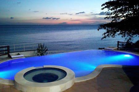 Tali Beachfront Vacation House with private pool - Nasugbu - Casa