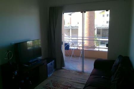 Quarto mobiliado em super apartamento no centro! - Wohnung
