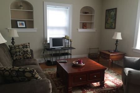 Cozy, Vintage Apartment near Capitol - Springfield - Apartment