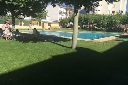 Amplio apto con piscina en un entorno inmejorable - Apartment