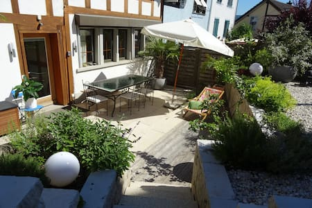 B&B in charmantem Haus, ruhige Lage, direkt am See - Thalwil - Bed & Breakfast