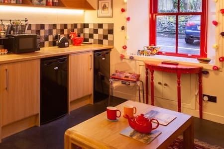 Wee Red House weekly lovely lets - Casa