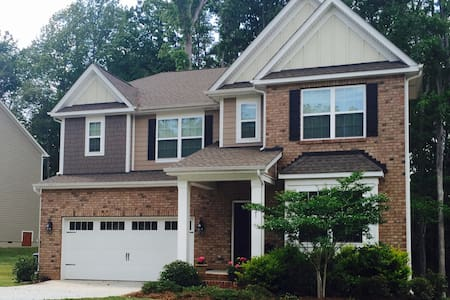 Spacious, comfortable living in South Charlotte - House