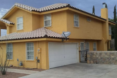 Spanish style close to I-10, great area. - Casa