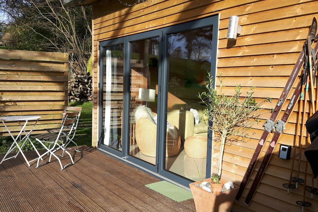 Secluded cabin with hottub houses for rent in maidstone for Garden decking maidstone