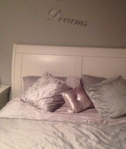 Warm welcoming family home - Prescot - Casa