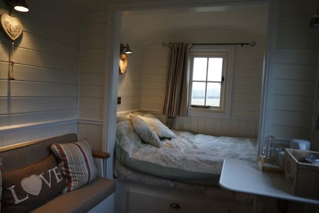 The Bolt Hole - Shepherds Hut - Odcombe