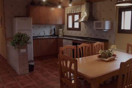 Casa de pueblo cómoda y acogedora. - La Guàrdia dels Prats - House