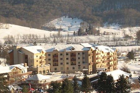 Ski in & Ski out; Sleeps FOUR @ 4 Star Resort - Ellicottville - Társasház