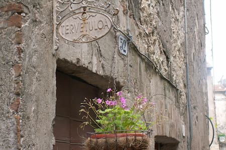 Charming house in medieval town - Giove - Rumah