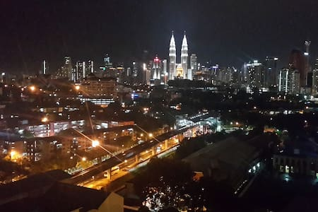 The best of KL brand new apartment! Stay in KL iconic residential tower in a unique design with curves. Full uninterrupted KLCC view. Perfect location in walking distance within 3 Sentul train stations. Brand new furnishing & appliances. Free wifi