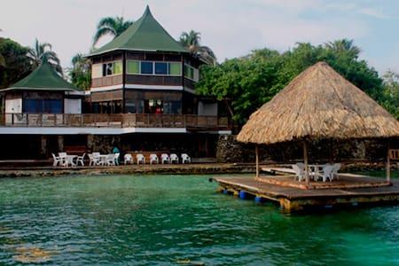 Casa Blanca, Islas del Rosario - Isla - House