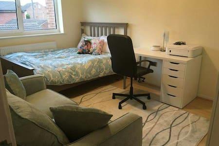 TWO BEDROOM FLAT - Beeston - Appartement