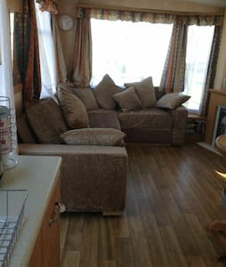 3bd caravan. Stone throw from beach - Leysdown-on-Sea