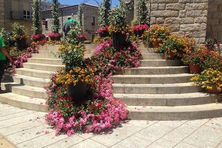 Casa con giardino in montagna a 20 minuti dal mare - Villa