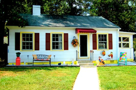 The Gypsy Cottage/Artistic, colorful, peaceful - Hendersonville - Σπίτι