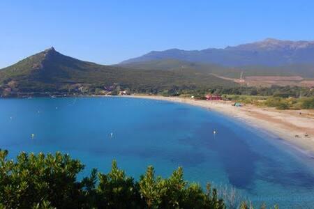 Cap Corse, maison typique en pierres - Huis