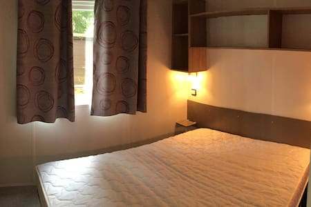 Bungalow neuf spacieux à Chantilly - Bungalov