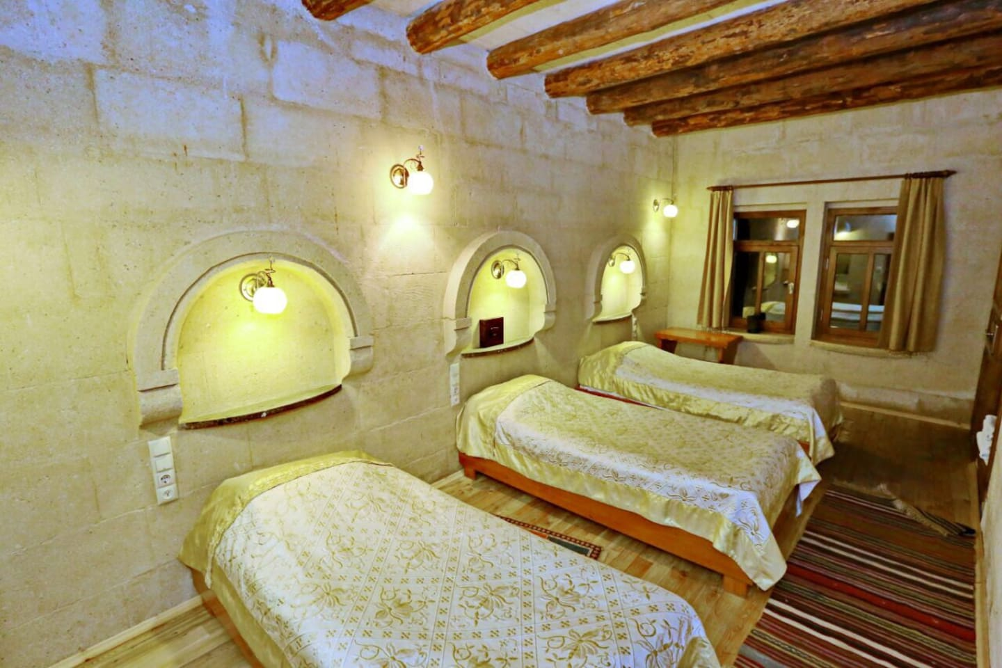 Cozy Cave lıke room, all yours! ...