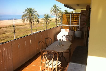 Beach Front Double Room with ensuite bathroom! - Lägenhet