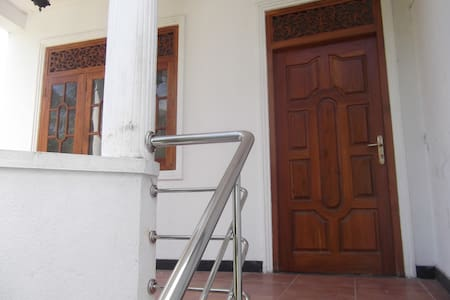 Upstair House in Mount Lavinia - Colombo - House