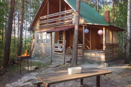 Дачный уютный домик на берегу озера - House