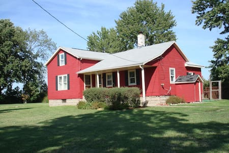 Red Barn Dairy Farm - Serene Stay - Bed & Breakfast