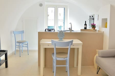 Typical apartment in the heart of the old town of Monopoli, just a few steps from the fabulous sandy beach Portavecchia. The house was recently renovated and equipped with all furniture.