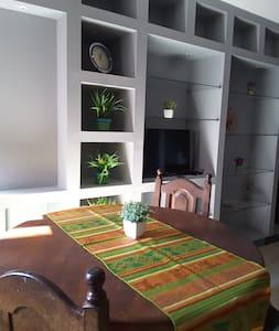 Confortable y céntrico depart a pasos Plaza Ppal - Apartamento