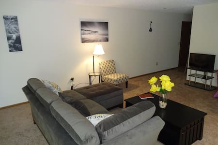 The Sanctuary...spacious 2bdrm apt - Apartment