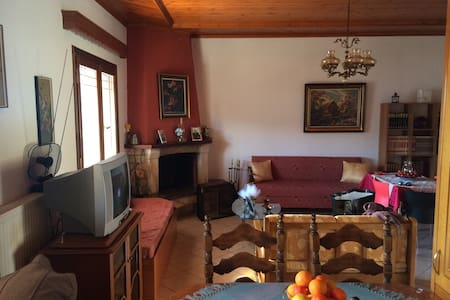 Παραδοσιακή Μονοκατοικία Με Τζάκι - Πυρσόγιαννη - Casa