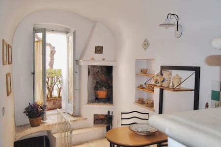 Romantic, Quiet and Cozy apt with Terrace - Appartamento