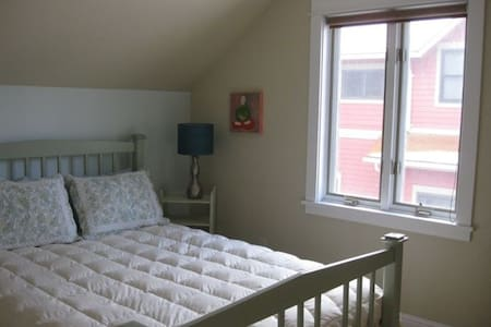 Beautiful Studio w Deck and Garden near Downtown - Missoula - Apartment
