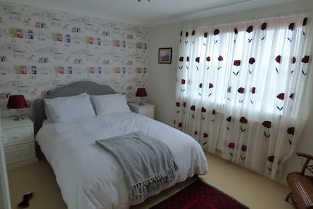 Private ensuite room in Lelant, St Ives , Cornwall - House
