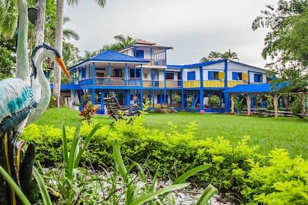 Mahavan Eco Aldea, Hostal Campestre Calarcá. - Calarcá