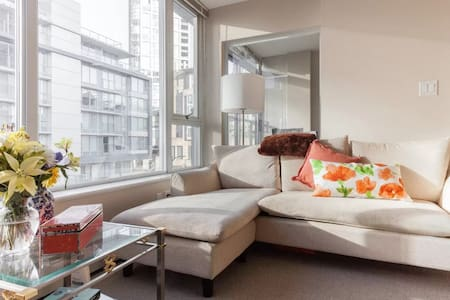This beautiful cozy apt is across from Vancouver's skytrain, Costco and local grocery store. It's only a few blocks away from the Gastown nightlife, Canada's largest Chinatown and the internationally known seawall. Queen bed and couch sleeps three!