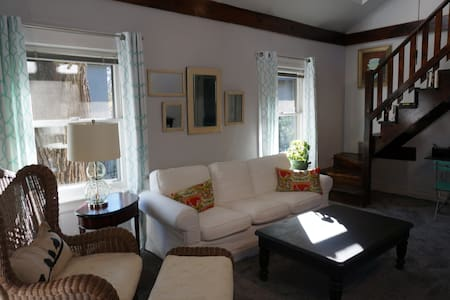Spacious 2 bedroom Coach House near Lake Michigan - Wilmette - Vendégház