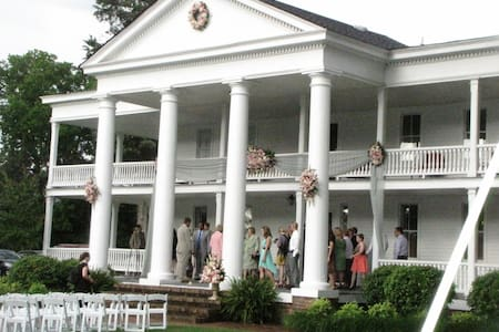 Antebellum Winston Place - Bed & Breakfast