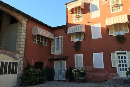 Bed & Breakfast tra i vigneti in Monferrato - Cascina Montalbano