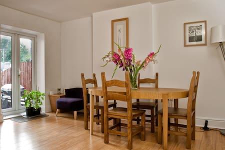 Lovely room in friendly House - Sheffield - Bed & Breakfast