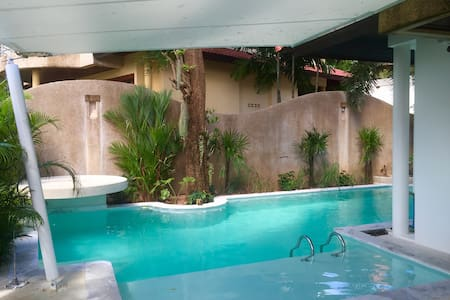 3 BR villa with beach and pool - 一軒家