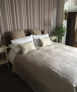 King Size (en-suite) in restored Victorian House - Royal Leamington Spa - House