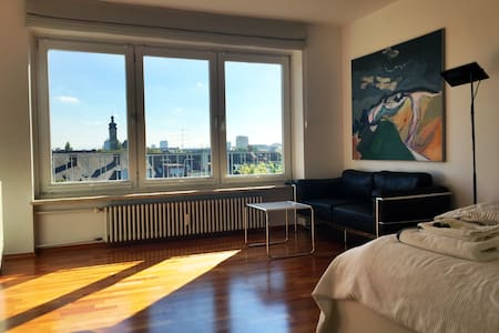 Modern inner city apartment with a lovely view - Apartament